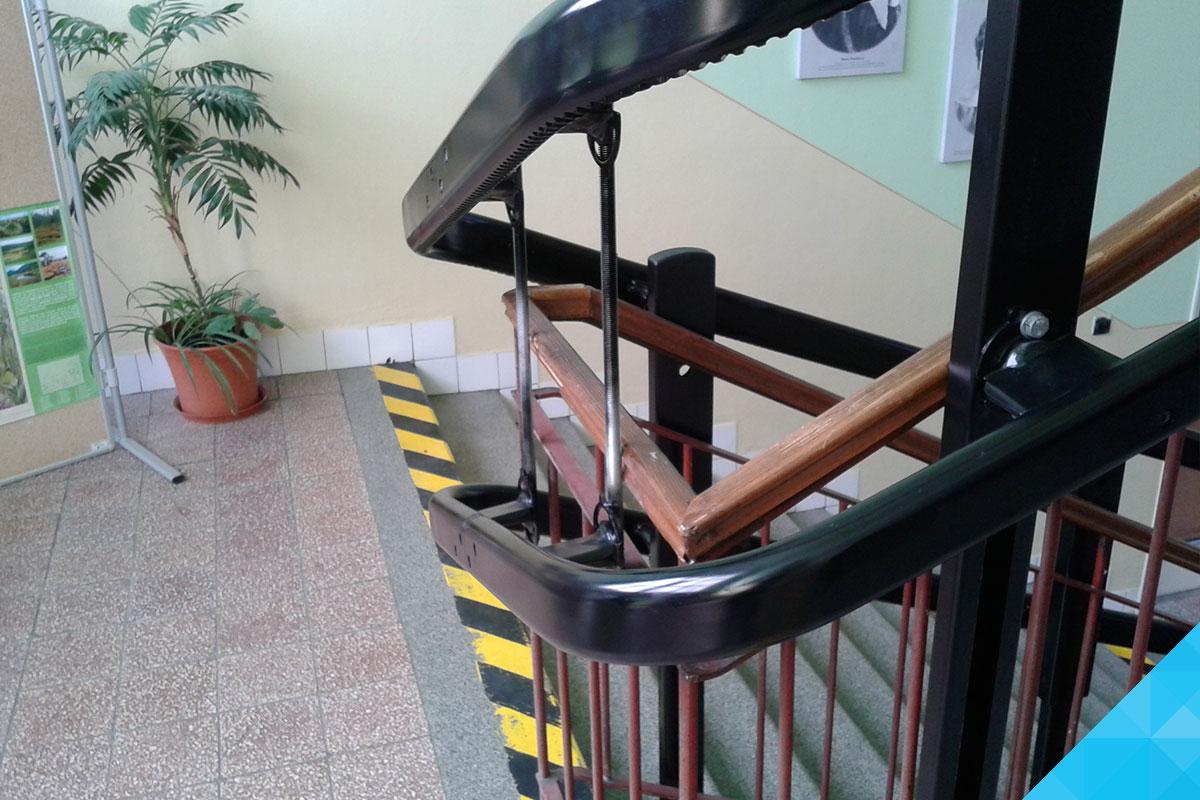 Detail šikmá schodisková plošina