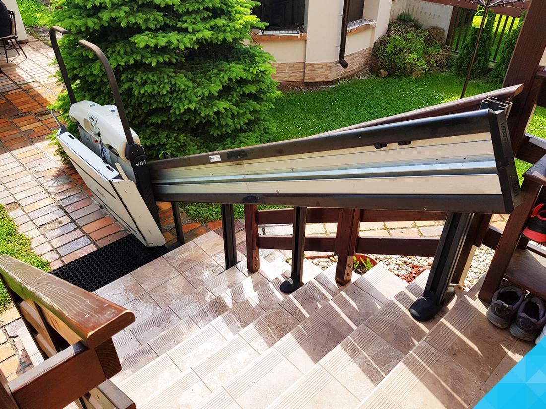 Šikmá schodisková plošina V64 pre vozíčkarov