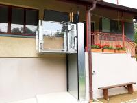 Domáci elektrický výťah pre imobilných