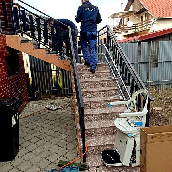 Šikmá schodisková sedačka - napomáha pri návšteve lekára